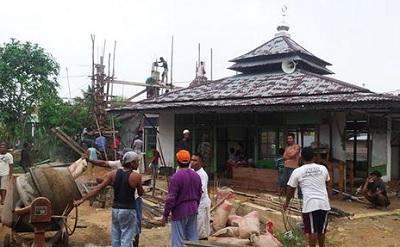 Bagaimana Hukumnya Membangun Masjid Dengan Kayu Curian?