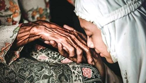 Sedekah dan Doa untuk Orang Tua Menurut Penjelasan Hadis